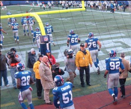 Photo credit Danielle McCartan (@CoachMcCartan) Chris Snee (#76) heads out to the field for pregame warmups. Photo taken 12/25/06.